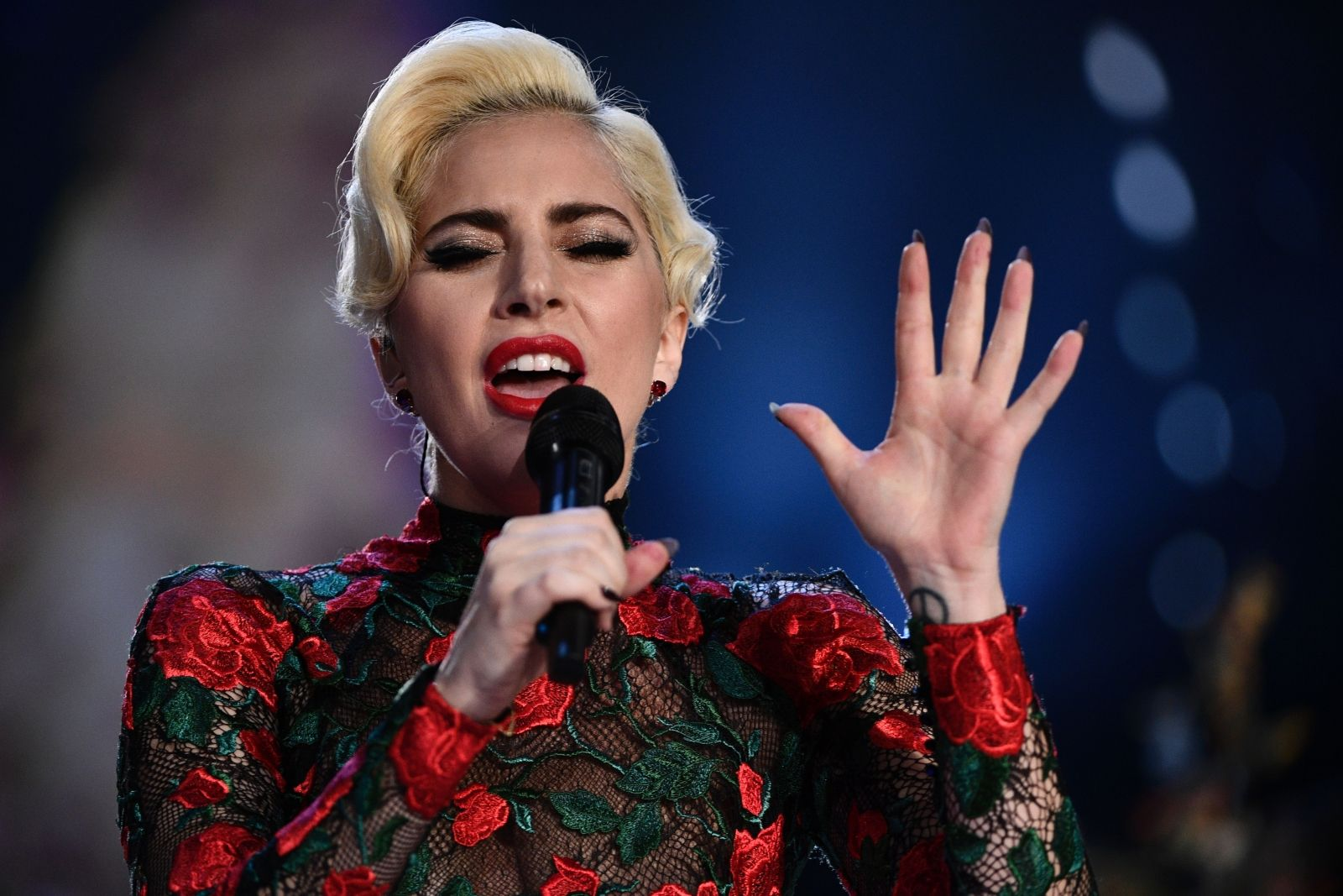 EXCLUSIVE: Lady Gaga Tweets in Sanskrit , making fans into a frenzy