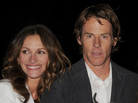 Julia- Roberts- and -her- husband Danny Moder really get- into- a- huge- argument -over -Leonardo- Dicaprio?
