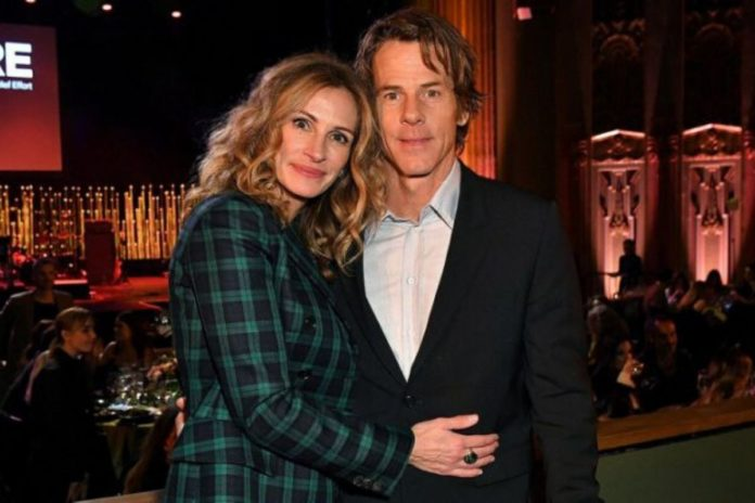 Julia- Roberts- and -her- husband Danny Moder really get- into- a- huge- argument -over -Leonardo- Dicaprio?