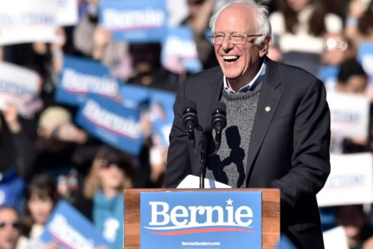 15,000 People Were Invited To A Marijuana Legalization Ceremony By Bernie Sanders